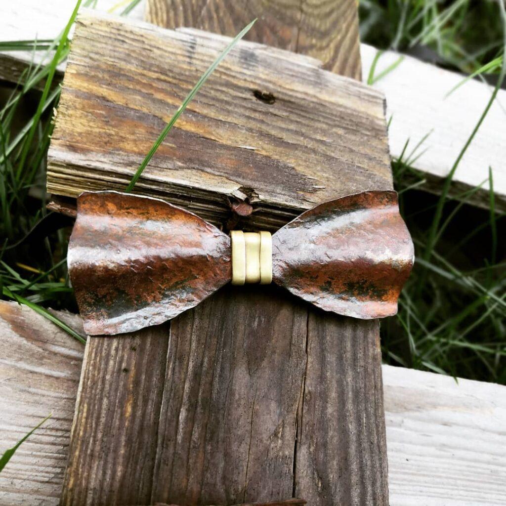 Kovový motýlek s designem rzi - originální motýlky